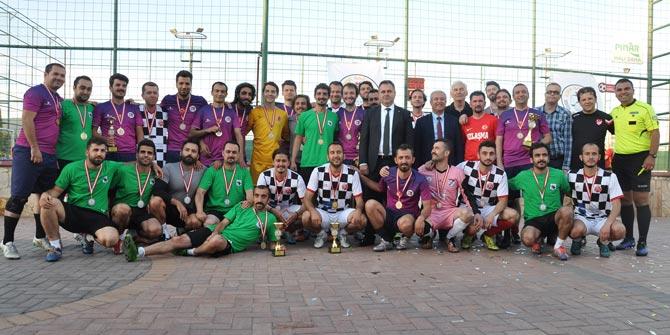 İzmir Barosu Geleneksel Halı Saha Turnuvası 30. kez düzenlendi