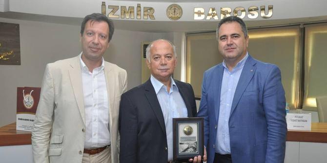 İzmir Barosu Konferansını Düzenledi