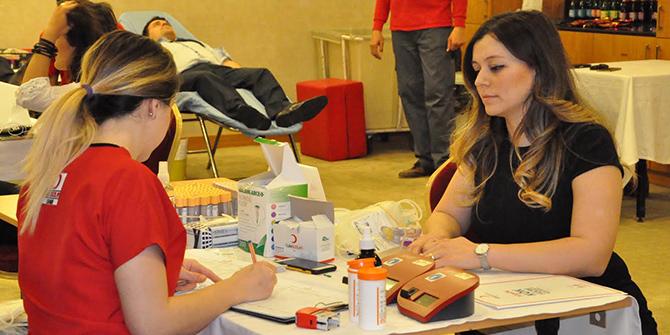 Mövenpick Hotel Izmir personelinden kan bağışı